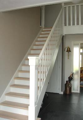 Trappen de stap naar boven een houten trap op maat for Houten trappen op maat gemaakt