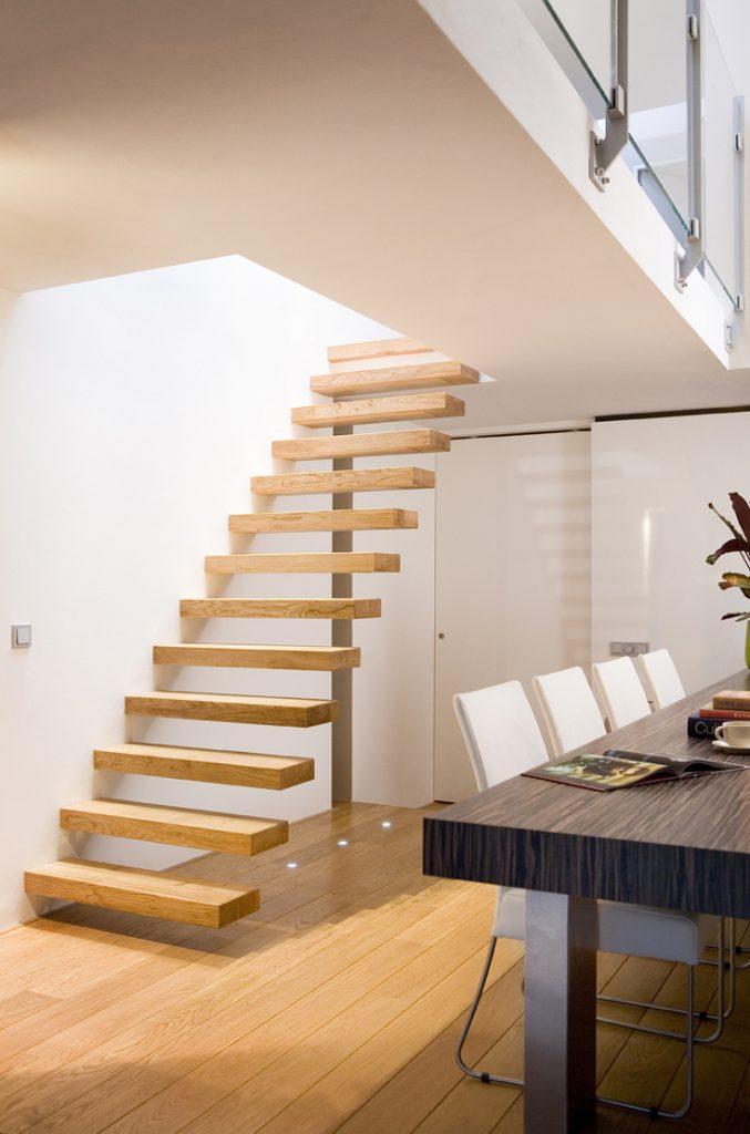 Zwevende houten trappen Tilburg